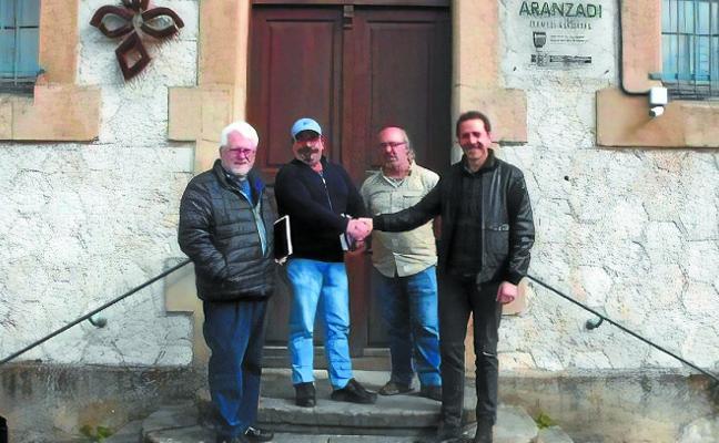 Burdina Taldea sella su colaboración con Aranzadi mediante un convenio