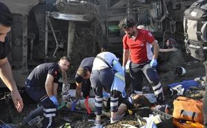 Ascienden a 24 los muertos por el descarrilamiento de un tren en Turquía
