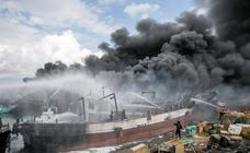 Se incendia un barco en Bali
