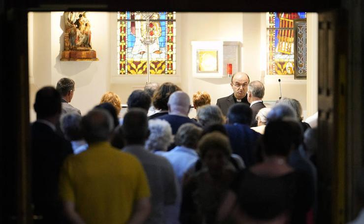 El lehendakari visita la capilla ardiente de José María Setién