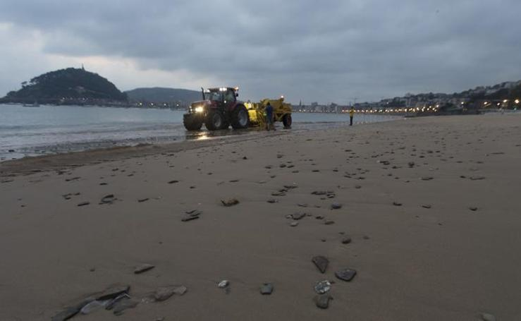 Las máquinas de Ondarreta comienzan la retirada de piedras