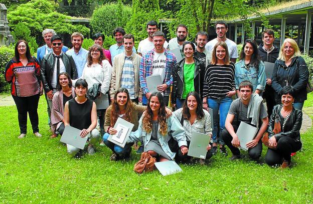Presentación. Premiados de la reciente edición de los premios 'Ekiten' en el campus de Arrasate. / M.U.