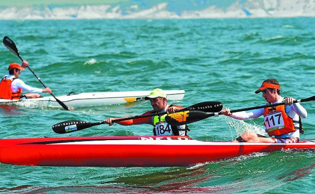 Pasaia Kayak afianza su liderato en la Copa de Euskadi de kayak de mar