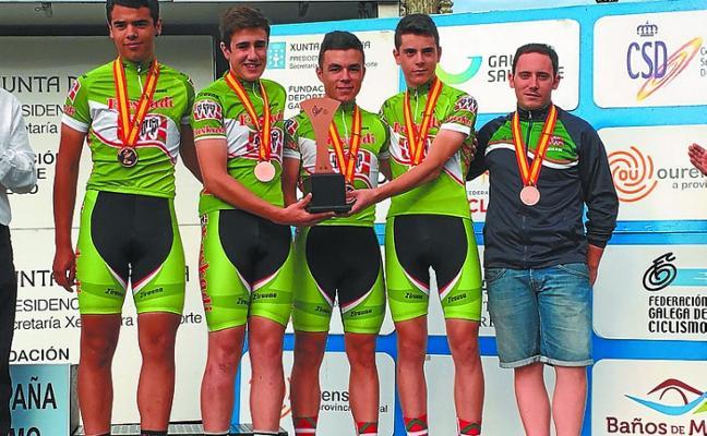 Los ciclistas locales Pozo y Carbayeda brillaron con Euskadi en el Estatal