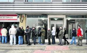 El Constitucional abre la puerta a que 20.000 parados vascos mayores de 55 cobren el subsidio