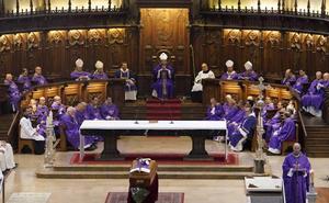 El funeral de Setién reúne a una amplia representación institucional y eclesiástica junto a cientos de fieles