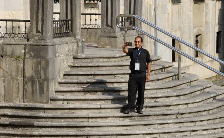 Los decanos de las universidades jesuitas visitan la Basílica de Loiola