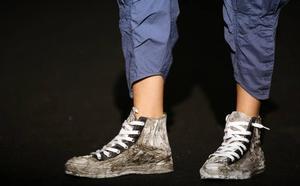 Un zapato maloliente provoca que un autobús vuelque