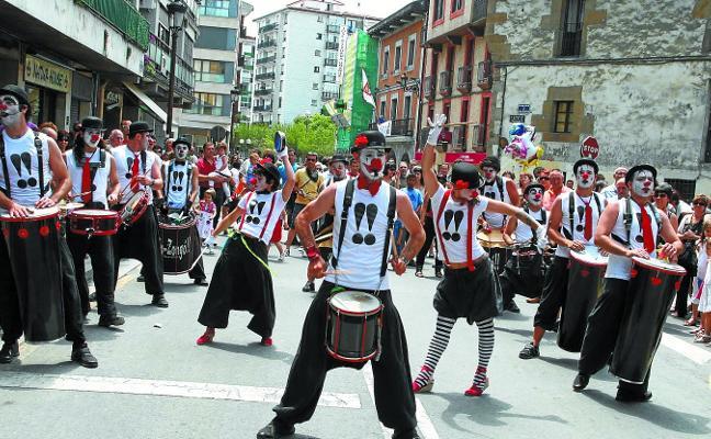 Los artistas de calle vascos reclaman mejores condiciones de trabajo