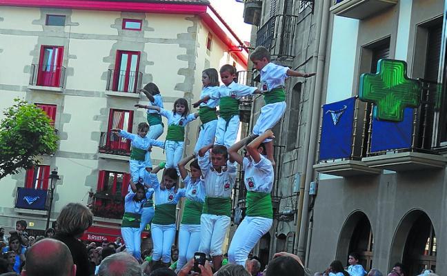 Vilafranca del Penedes herriko castellersak 9 pisuko giza-dorrea egiten saiatuko dira