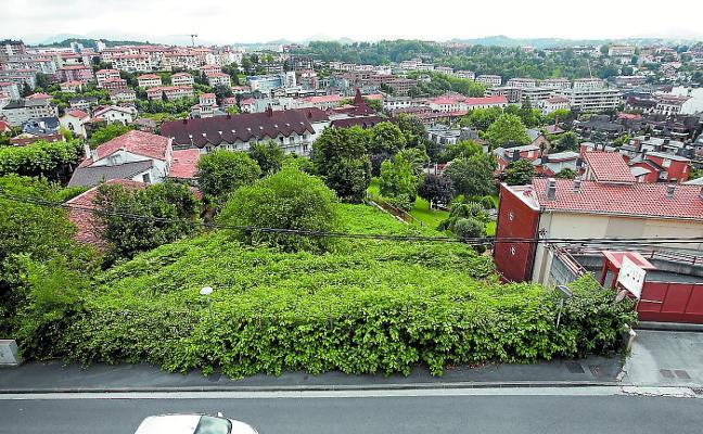 Vecinos de Ulia rechazan el hotel de 200 camas porque «agravaría» sus problemas