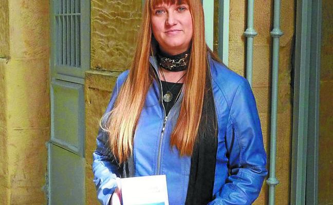Aintzane Galardik irabazi du Iruñeko hiria poesia lehiaketa