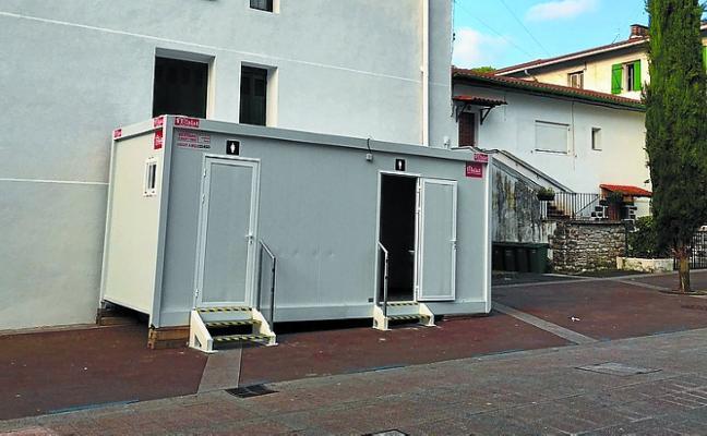 El Ayuntamiento ha instalado baños públicos provisionales
