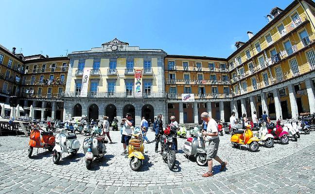 La 'Vuelta a Tolosaldea' en Vespa