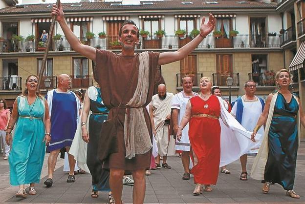 Apuleyo guía a los ciudadanos de Oiasso durante la procesión./