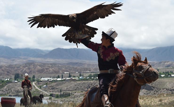 Cazadores con águilas