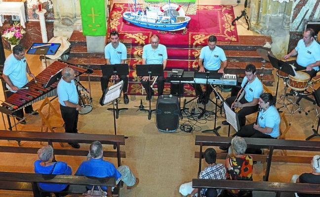 Música del mar en honor a la Virgen del Carmen