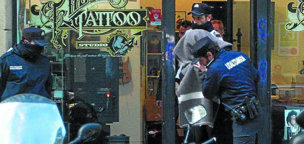 La Fiscalía pide ampliar la instrucción del caso del tatuador de Donostia