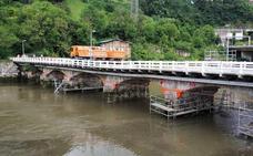 Prueba de carga en el puente de Astiñene de Loiola