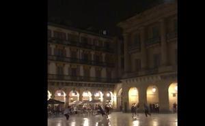 Gamberrada nocturna en la Plaza de la Constitución