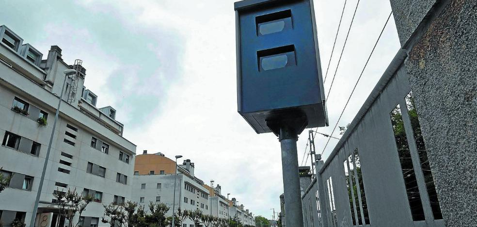 El radar de Federico García Lorca y Riberas multa a una media de seis vehículos al día