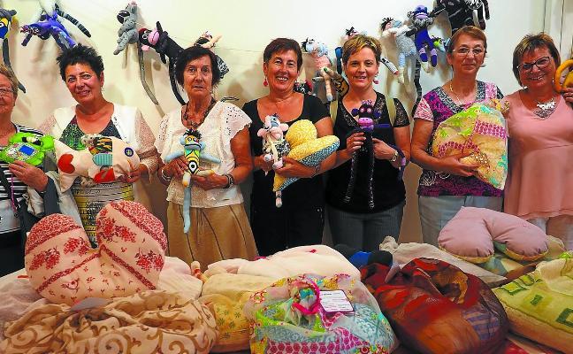 Katxalin se acerca a las mujeres de Zumarraga mediante una exposición