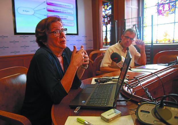 Pleno de julio. Goikoetxea y Corchón presentaron el documento que se someterá a votación. /  F. DE LA HERA