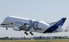 El Airbus beluga XL vuela por primera vez