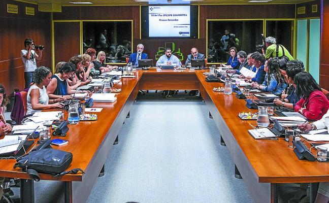 La oposición acusa a Darpón de hacer «escapismo» y «echar balones fuera»