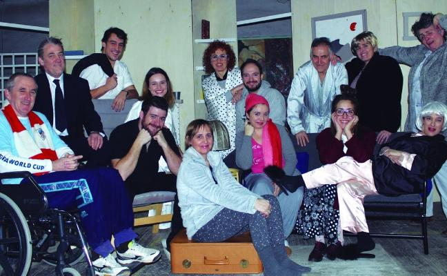 Teatro con Urrup, velada y cantineras