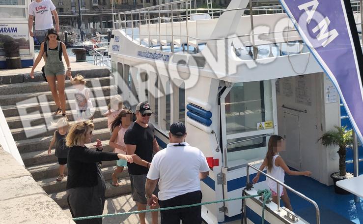 Hemsworth-Pataky y Damon-Barroso, de paseo en alta mar