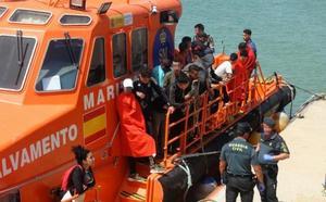 Rescatados 108 inmigrantes de nueve pateras en aguas del Estrecho