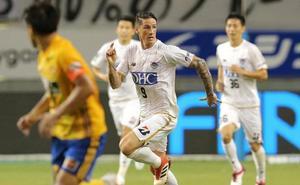 Torres e Iniesta debutan sin fortuna en Japón