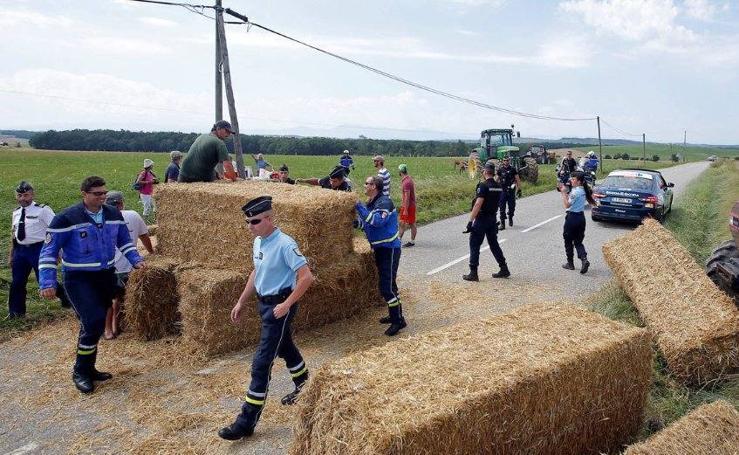 Imágenes de la protesta de los agricultores en el Tour de Francia