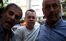 Trump amenaza a Turquía si no libera al pastor protestante que mantiene detenido