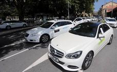 Los taxistas de Gipuzkoa protestan contra «el fraude de ley» de los VTC
