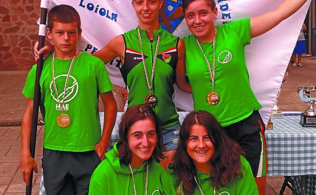 El batel juvenil femenino del Hernani se hace con la bandera de Loiola