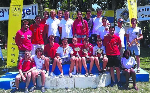 Equipo de Santiagotarrak, tercero en el estatal de aguas bravas. /