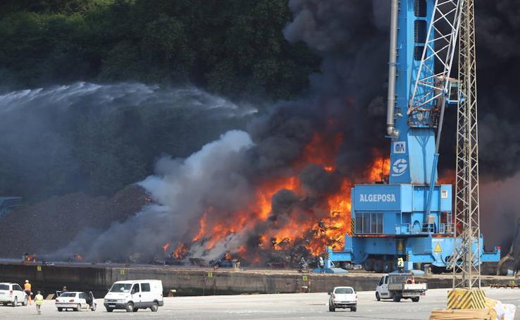 Incendio en el Puerto de Pasaia