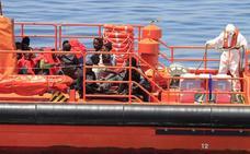 Rescatadas 347 personas de ocho pateras que navegaban hacia aguas andaluzas