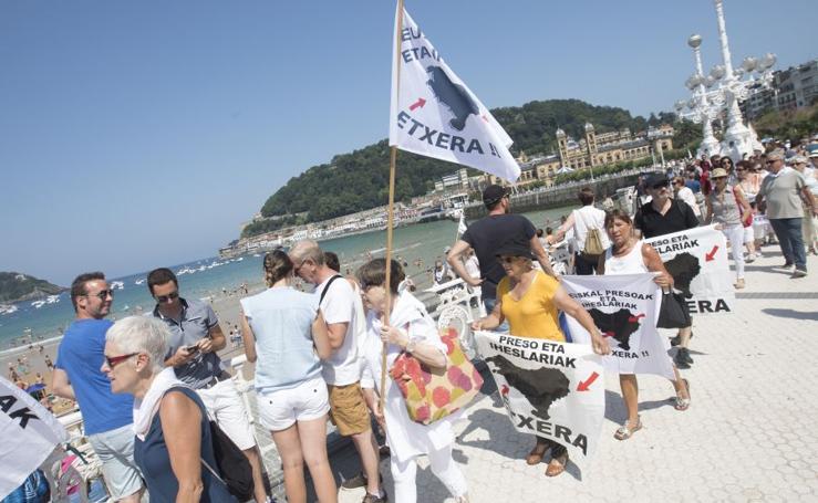 Protesta de Etxerat en las playas del País Vasco