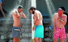 «Con este calor no se puede ir a la playa sin llevar sombrilla»