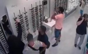 'La Manada' «pagará las gafas a la óptica» de San Sebastián en la que robaron