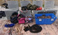 La Ertzaintza incauta 75 kilos de percebes a tres furtivos en el biotopo protegido de San Juan de Gaztelugatxe