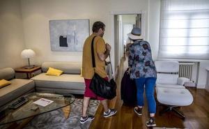Competencia recurre la norma que restringe los pisos turísticos en Donostia