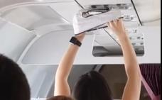 Seca su ropa interior en pleno vuelo con el aire acondicionado del avión