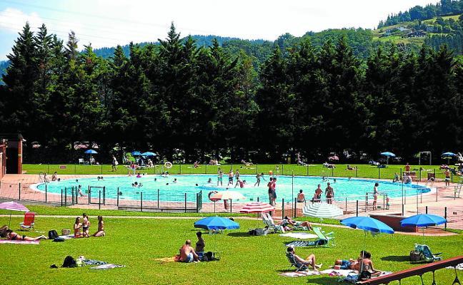 Más de 30.000 bañistas han pasado ya por las piscinas de Mintxeta