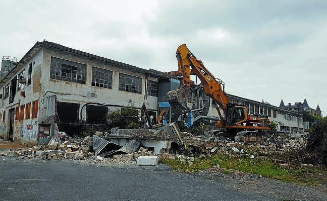 Siguen las demoliciones en el área de Salberdin