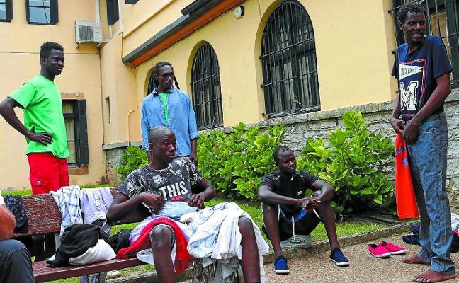 Denuncian que Francia devuelve 'en caliente' a migrantes que pasan por Irun