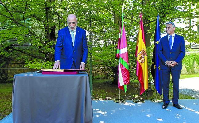 Los dos primeros acercamientos de presos agrietan la unidad de los partidos en el final de ETA